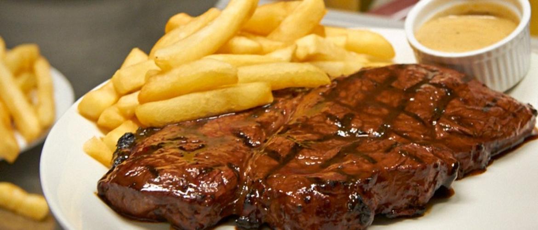 http://thewilliamivtruro.co.uk/wp-content/uploads/2013/11/steakandchips.jpg